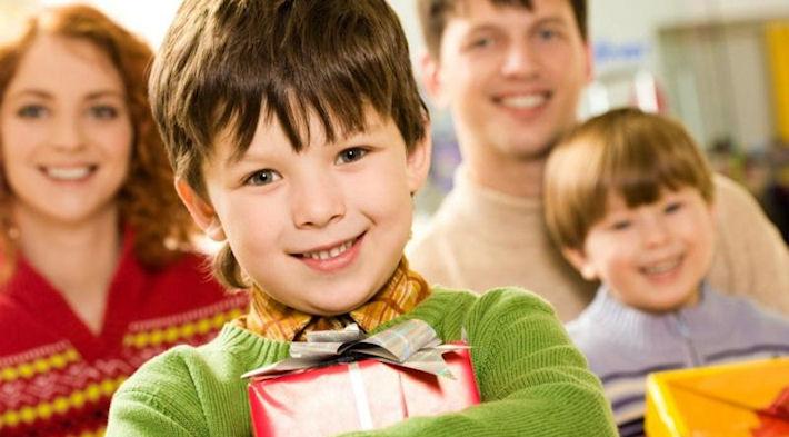 Как выбрать правильную игрушку годовалому ребенку