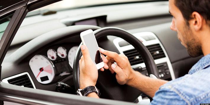 iPhone не даст переписываться за рулем