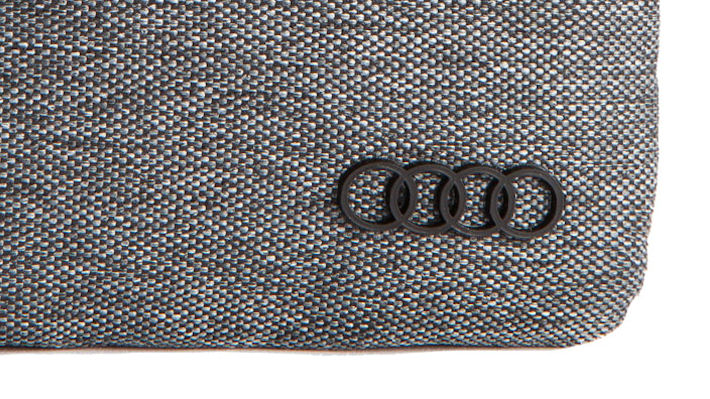 Смартфон и Audi
