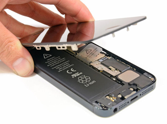 Срочная замена дисплея iPhone. Куда обратиться?