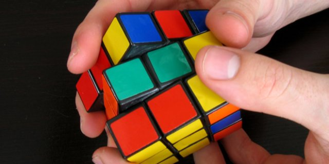 Кубик Рубика – маленьким детям не игрушка?
