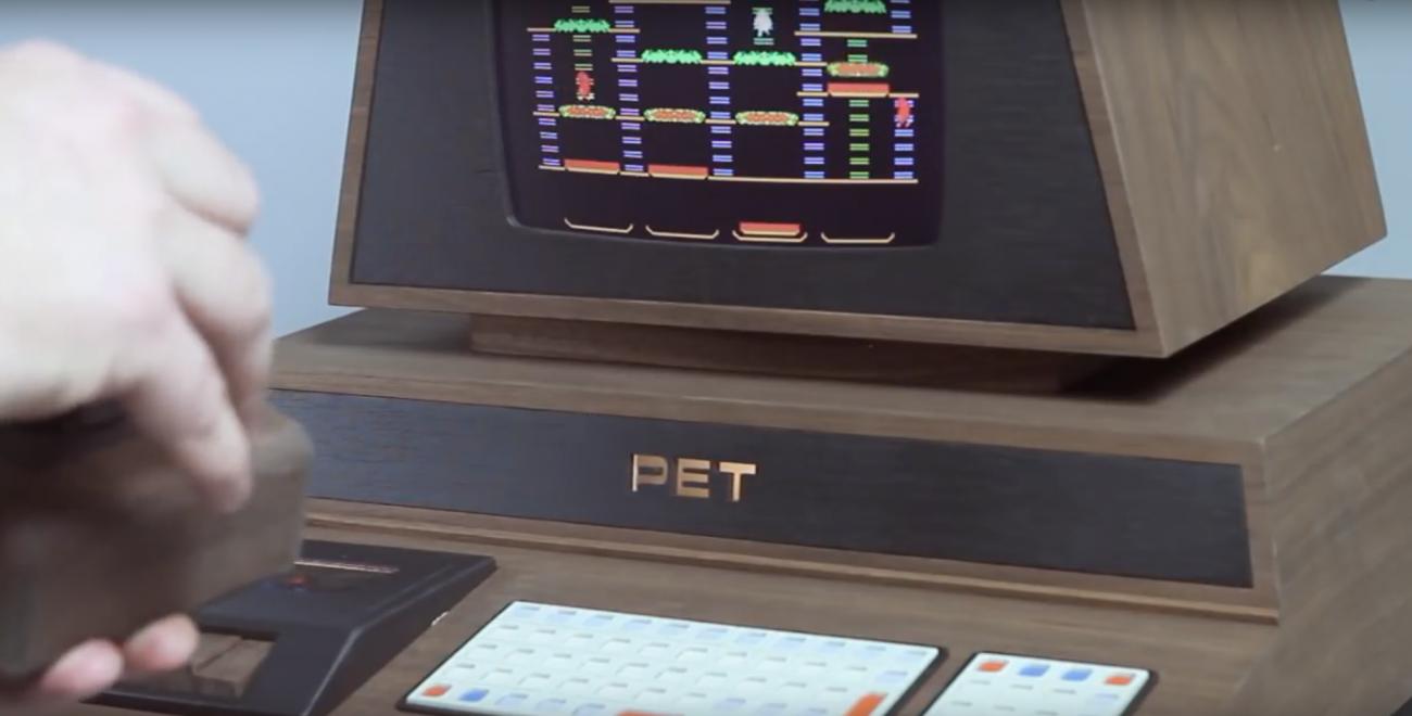 Дизайнер и фанат видеоигр из Швеции создал кастомный ретрокомпьютер