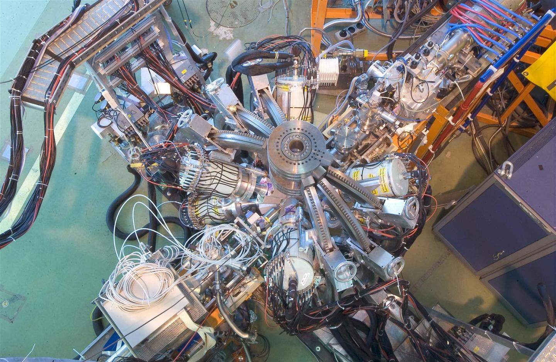 Ученые хотят впервые перевезти антиматерию из одного места в другое