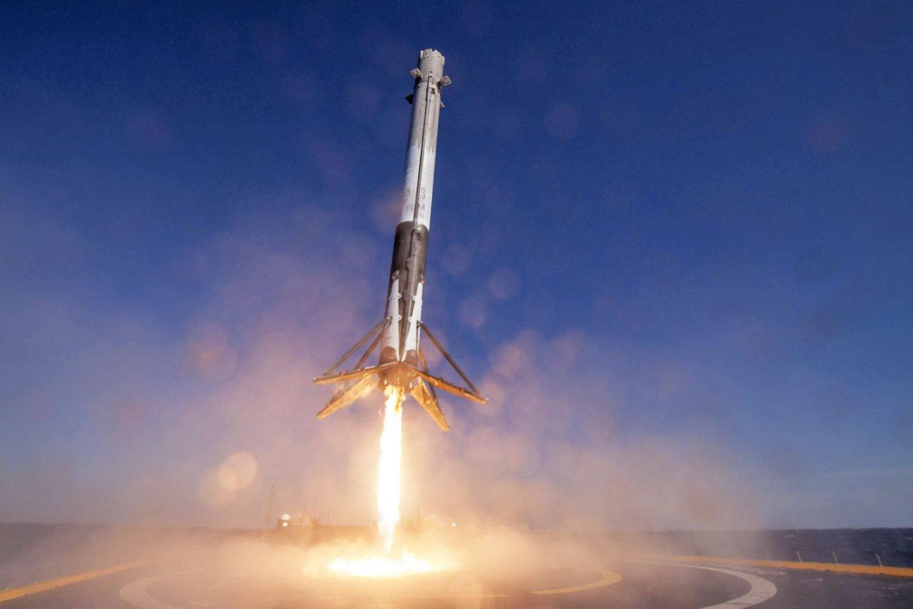 Дважды летавшая ступень Falcon 9 «выжила» при посадке на воду