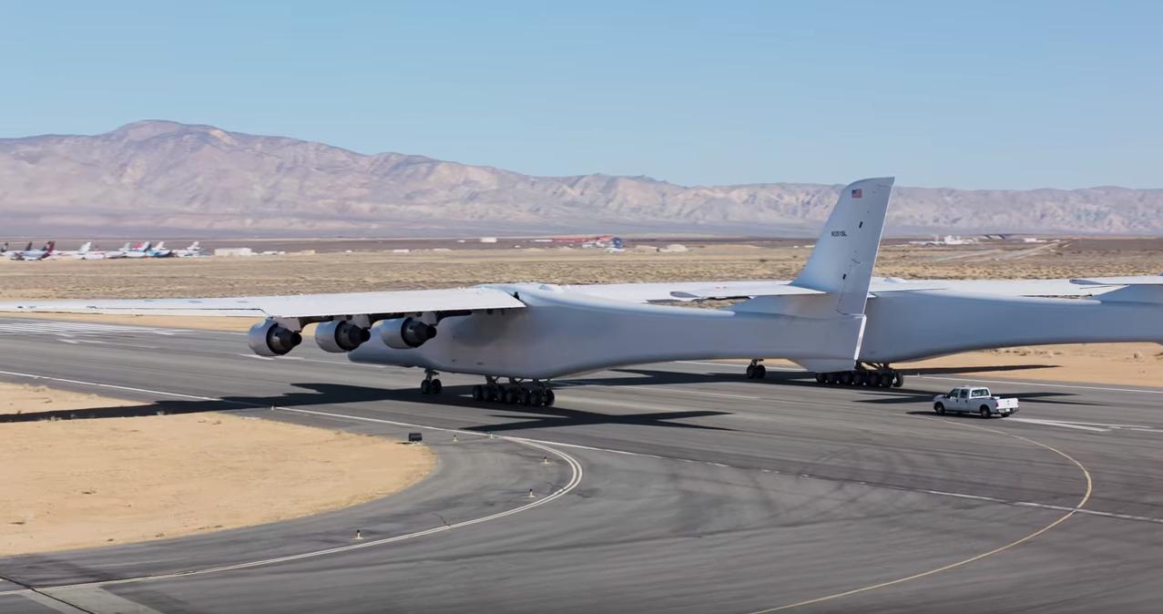 Испытания самого большого в мире самолета попали на видео
