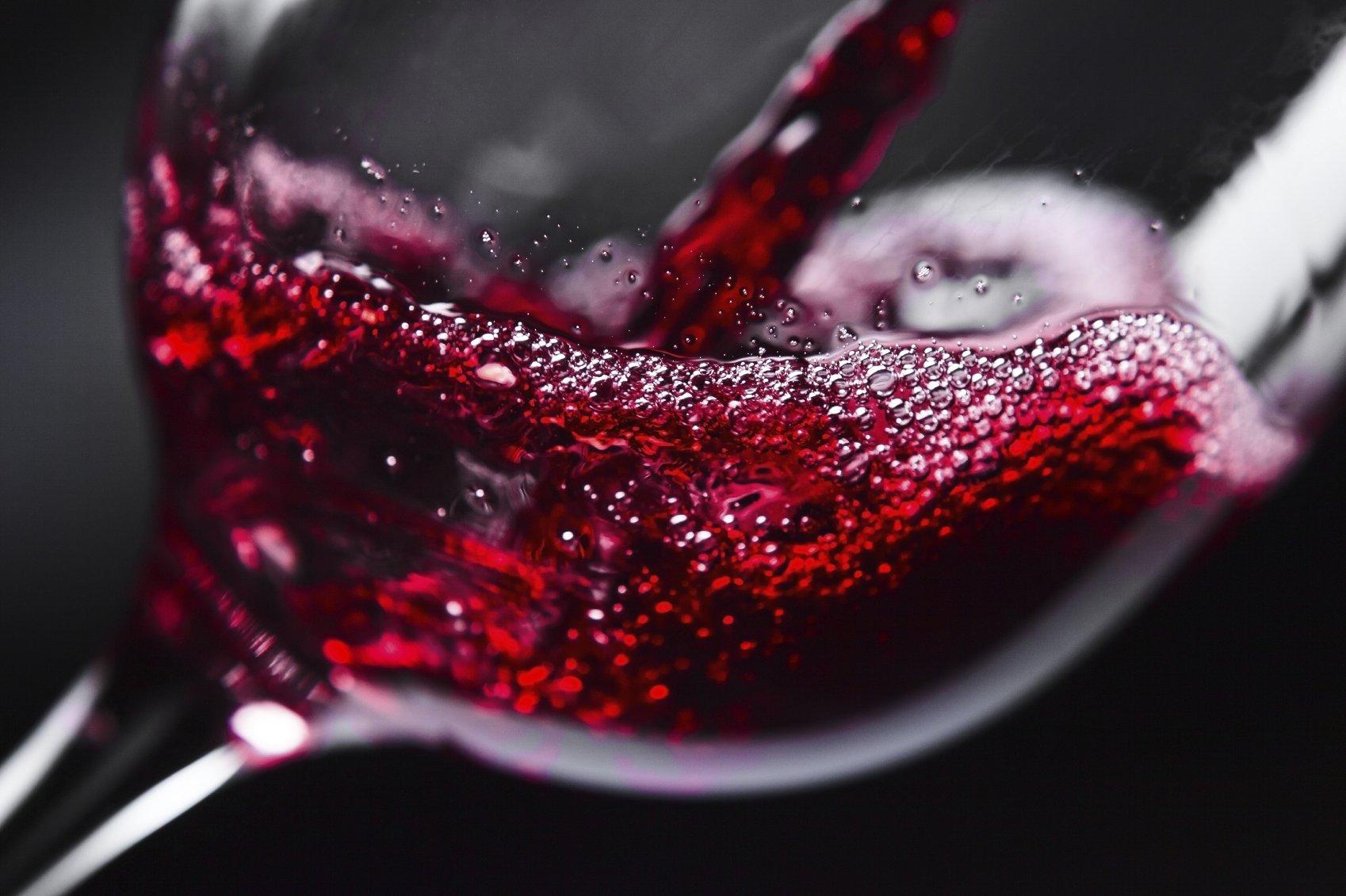 Красное вино способно предотвращать заболевания зубов и дёсен