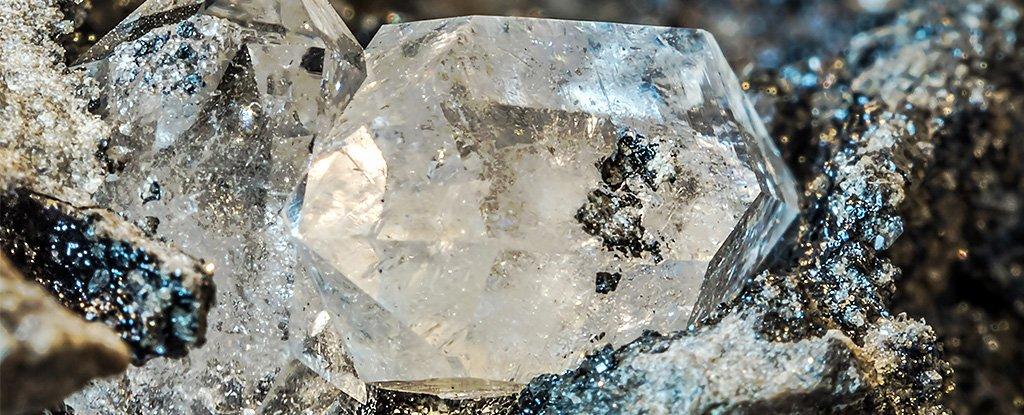 Минерологи нашли в земных алмазах «инопланетный» лед