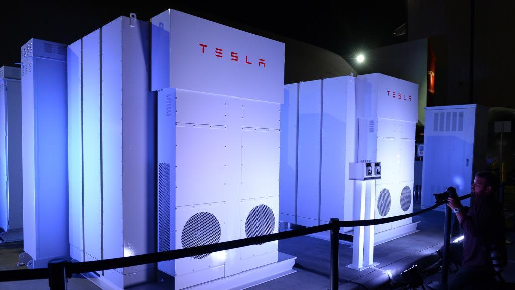 Из-за батарей Tesla треть электричества досталась австралийцам бесплатно