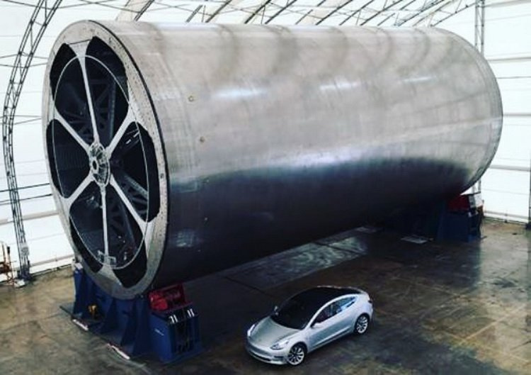 Илон Маск показал часть новой ракеты Big Falcon Rocket