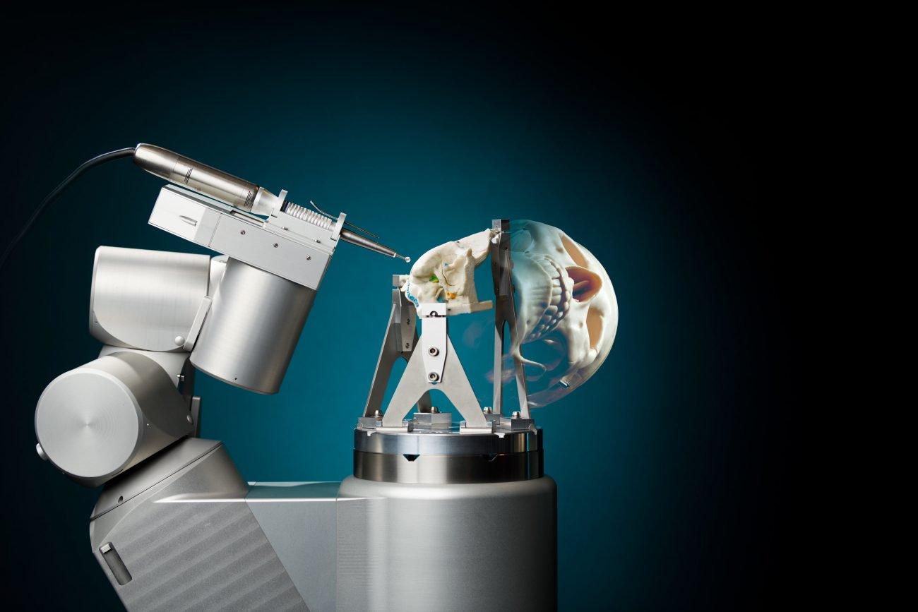 RoBoSculpt: первый робот-хирург, который может сделать трепанацию черепа