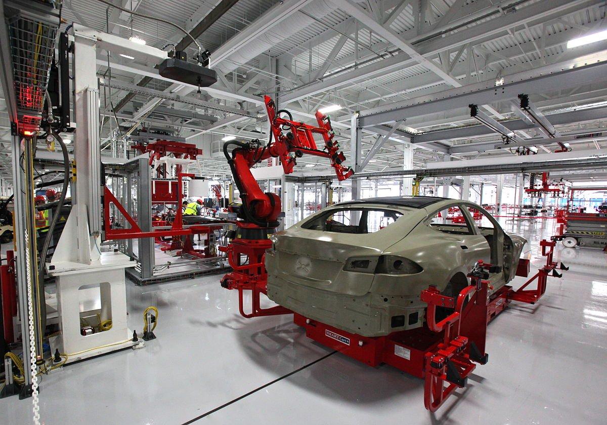 Эксперты: Tesla повторяет ошибки автомобильной промышленности 80-х