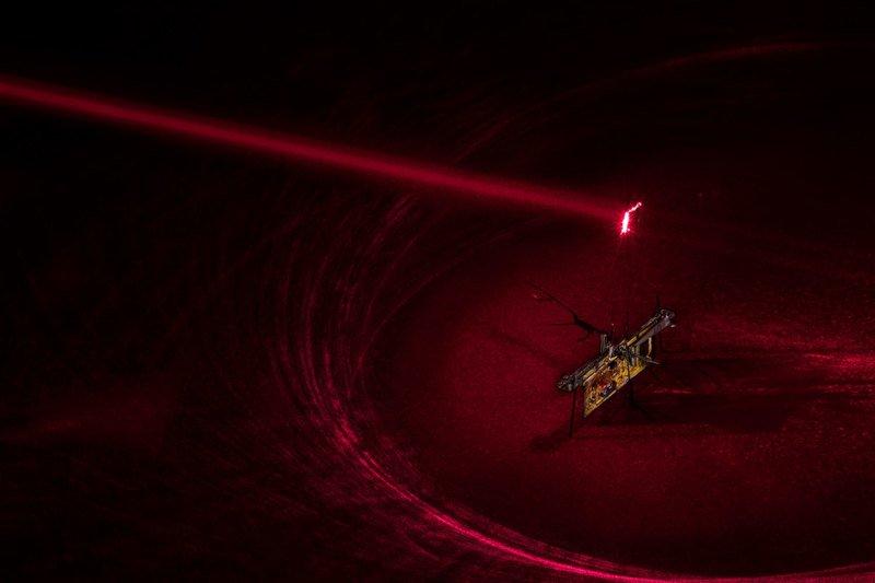 Робот-муха, которая получает энергию без проводов