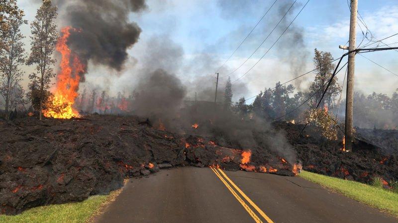 Вулкан Килауэа заливает Гавайи лавой и крушит жилые дома