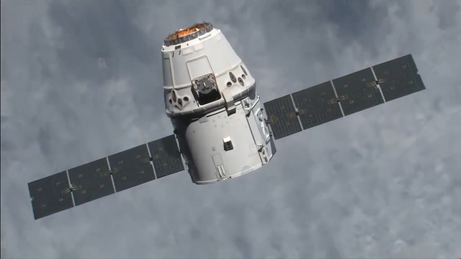 Грузовая капсула SpaceX Dragon успешно вернула на Землю мышей и другой груз