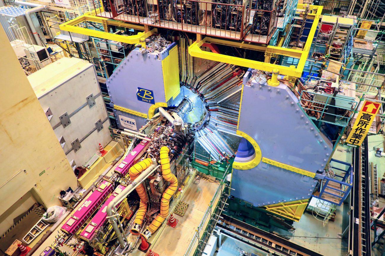 В самом мощном коллайдере SuperKEKB состоялось первое столкновение частиц