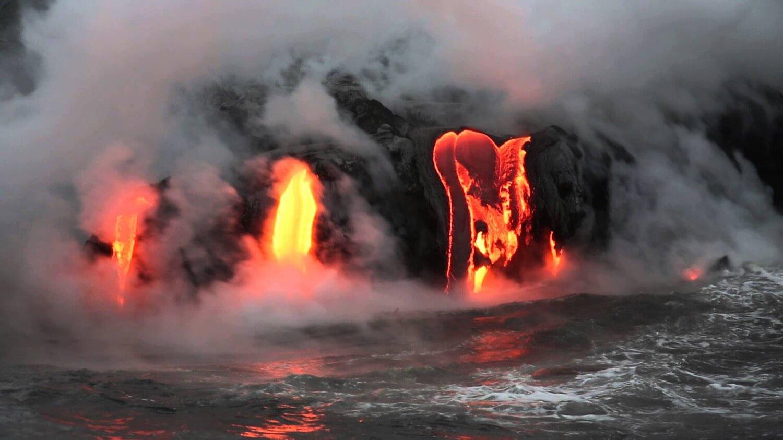 Новые данные об извержении на Гавайях: усиление потоков лавы и первая жертва