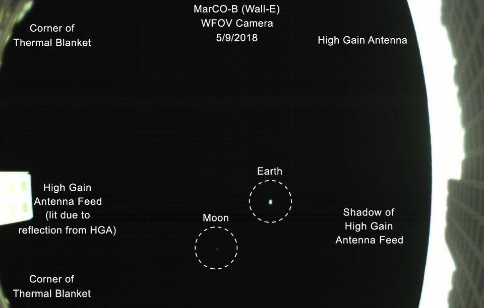 Крохотный спутник снял Землю с расстояния 1 миллиона километров