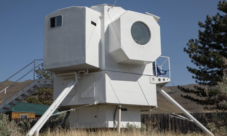 Лунный посадочный модуль можно превратить с вой дом, что и было сделано