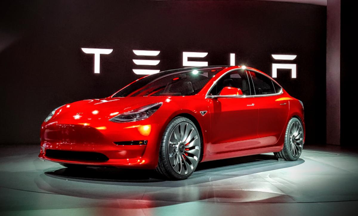 Tesla вышла на рекордный уровень производства Model 3