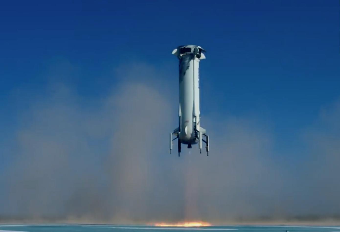 Blue Origin успешно посадила ракету и капсулу с экипажем после испытательного запуска