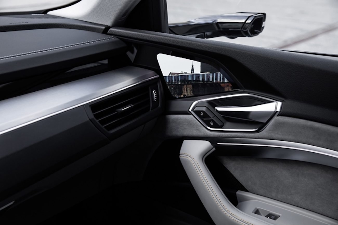 Audi представила авто без зеркал. Зато с экранами вместо них