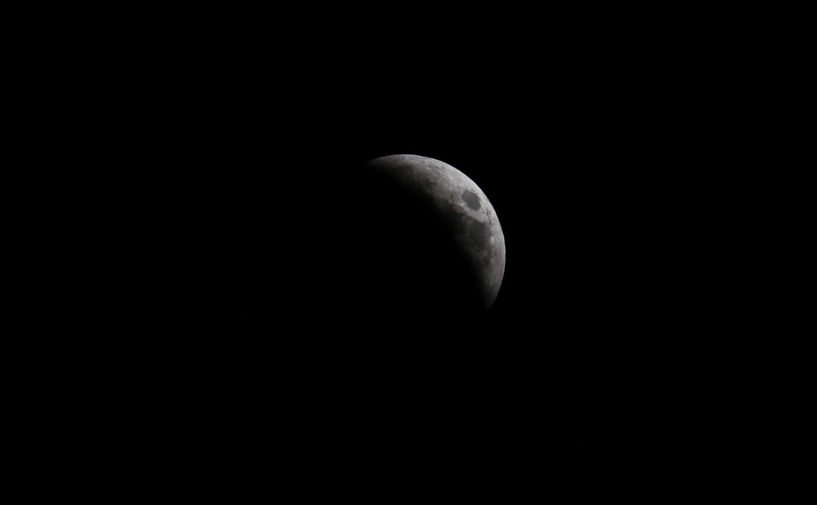 Ну что, посмотрели затмение? Для тех, кто проспал: фото