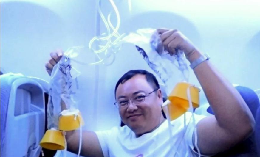 В Китае чуть не упал самолет из-за того, что пилот решил покурить вейп