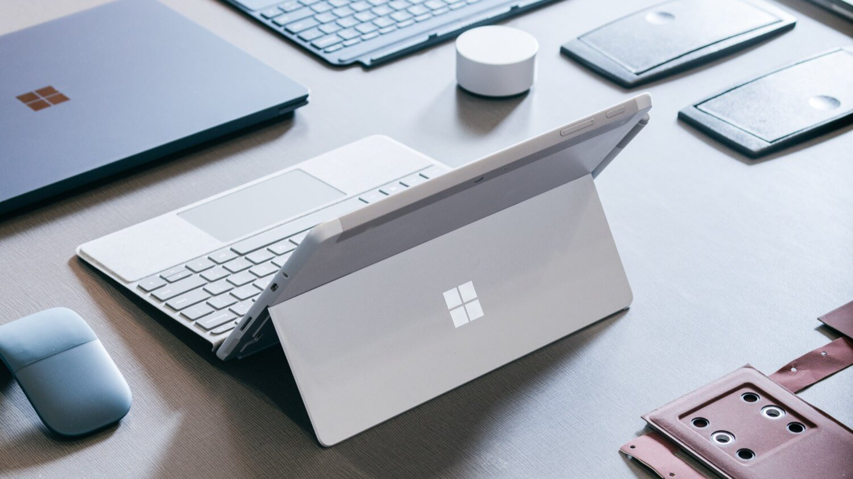 Microsoft представила Surface Go – доступную смесь планшета с ноутбуком