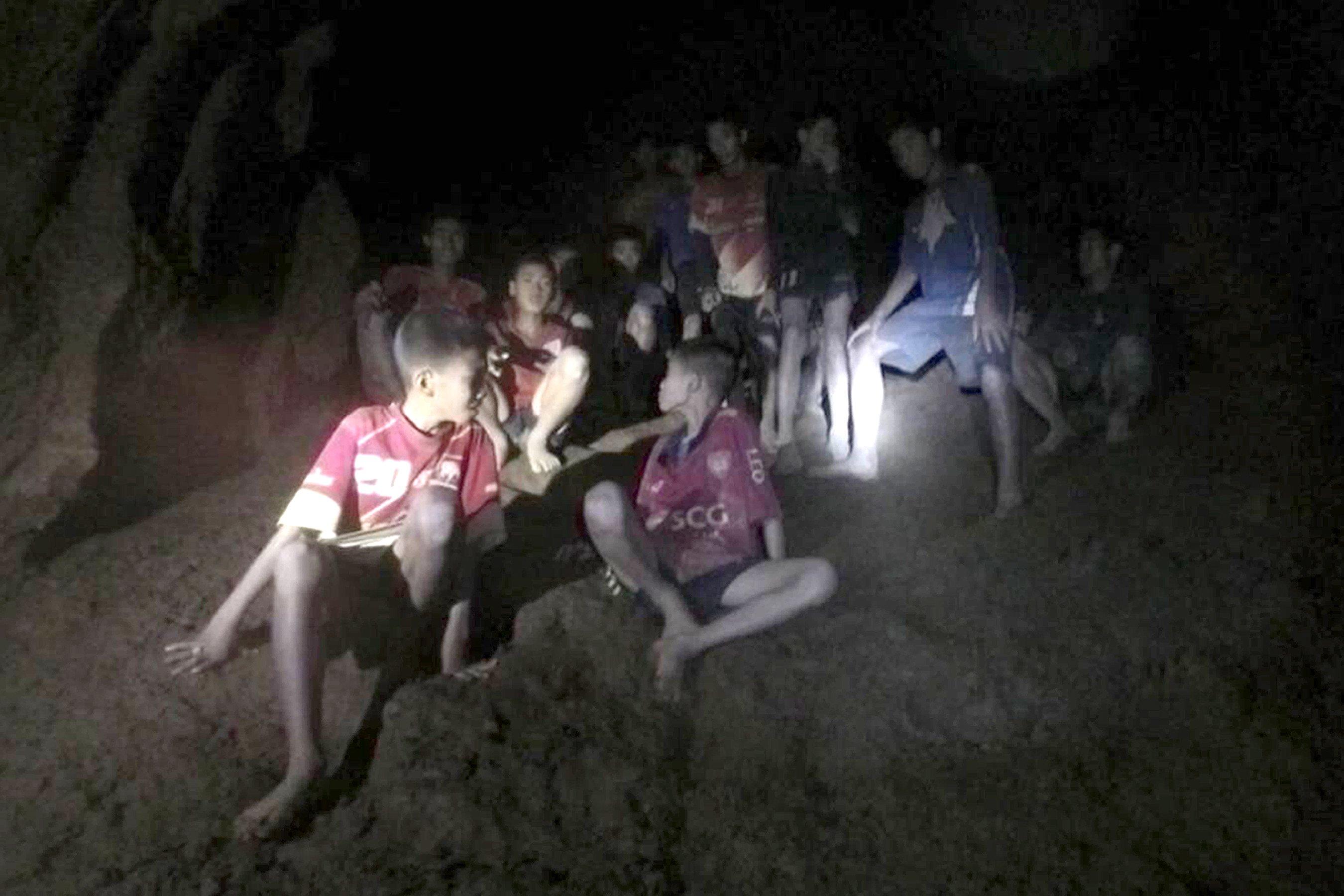 Илон Маск построит «подлодку детских размеров» для спасения детей из затопленной пещеры Тайланда