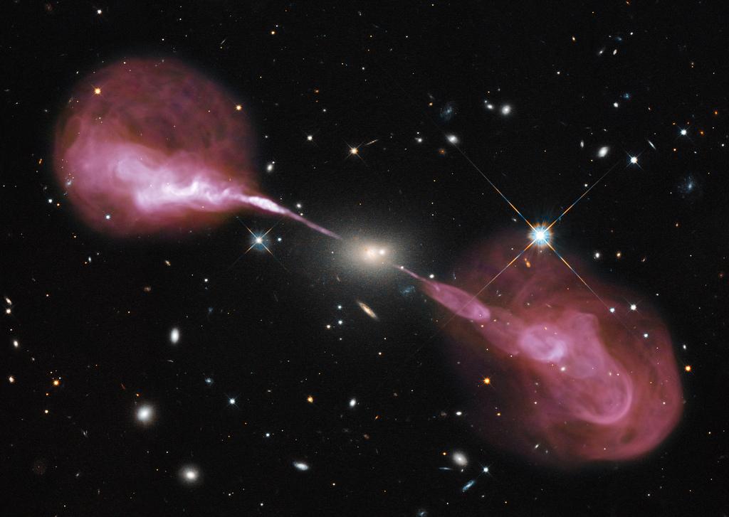 Астрономы обнаружили рекордно удаленную от нас радиогалактику