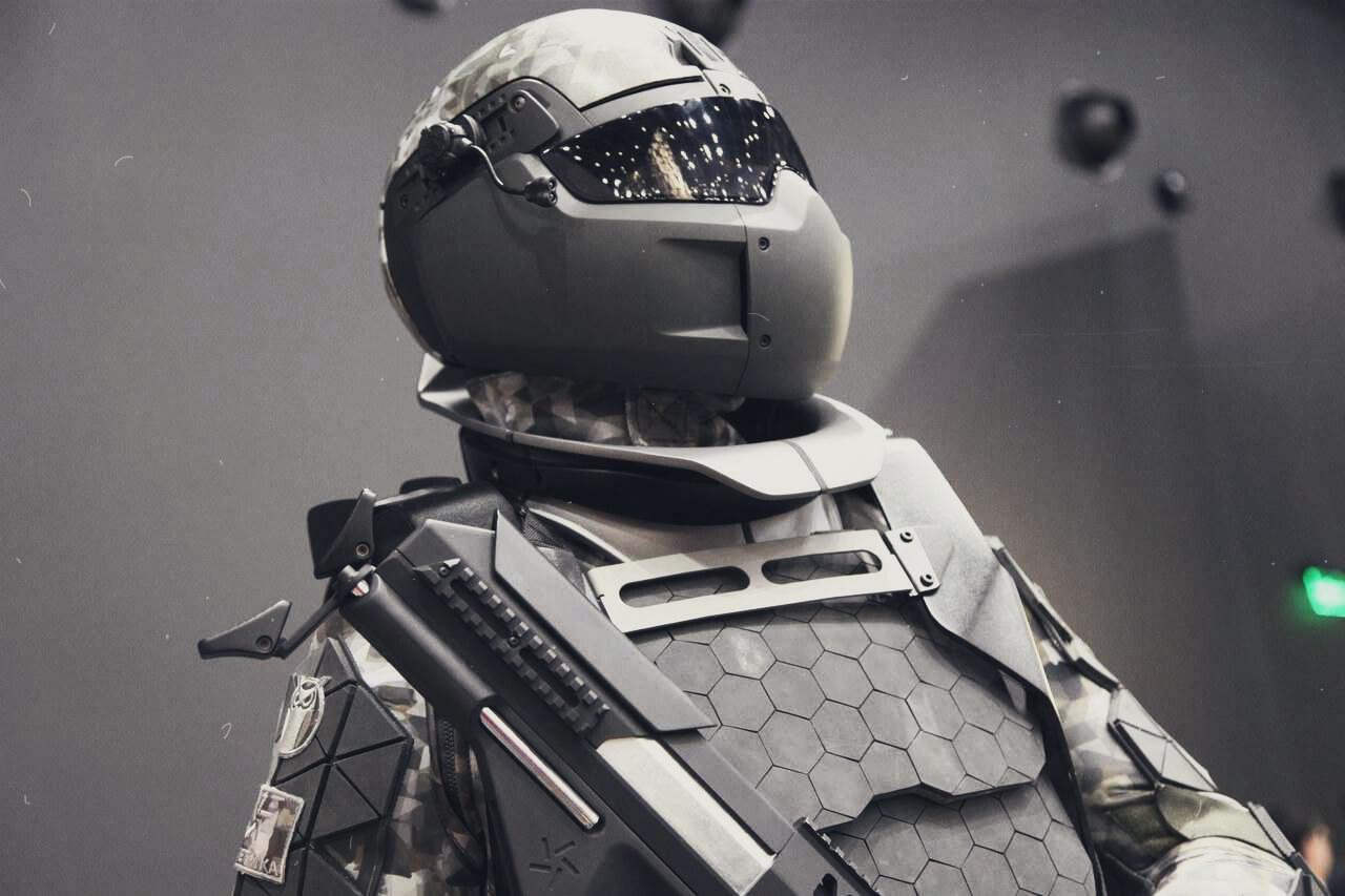 Новый российский экзоскелет даст возможность стрелять из пулемета одной рукой