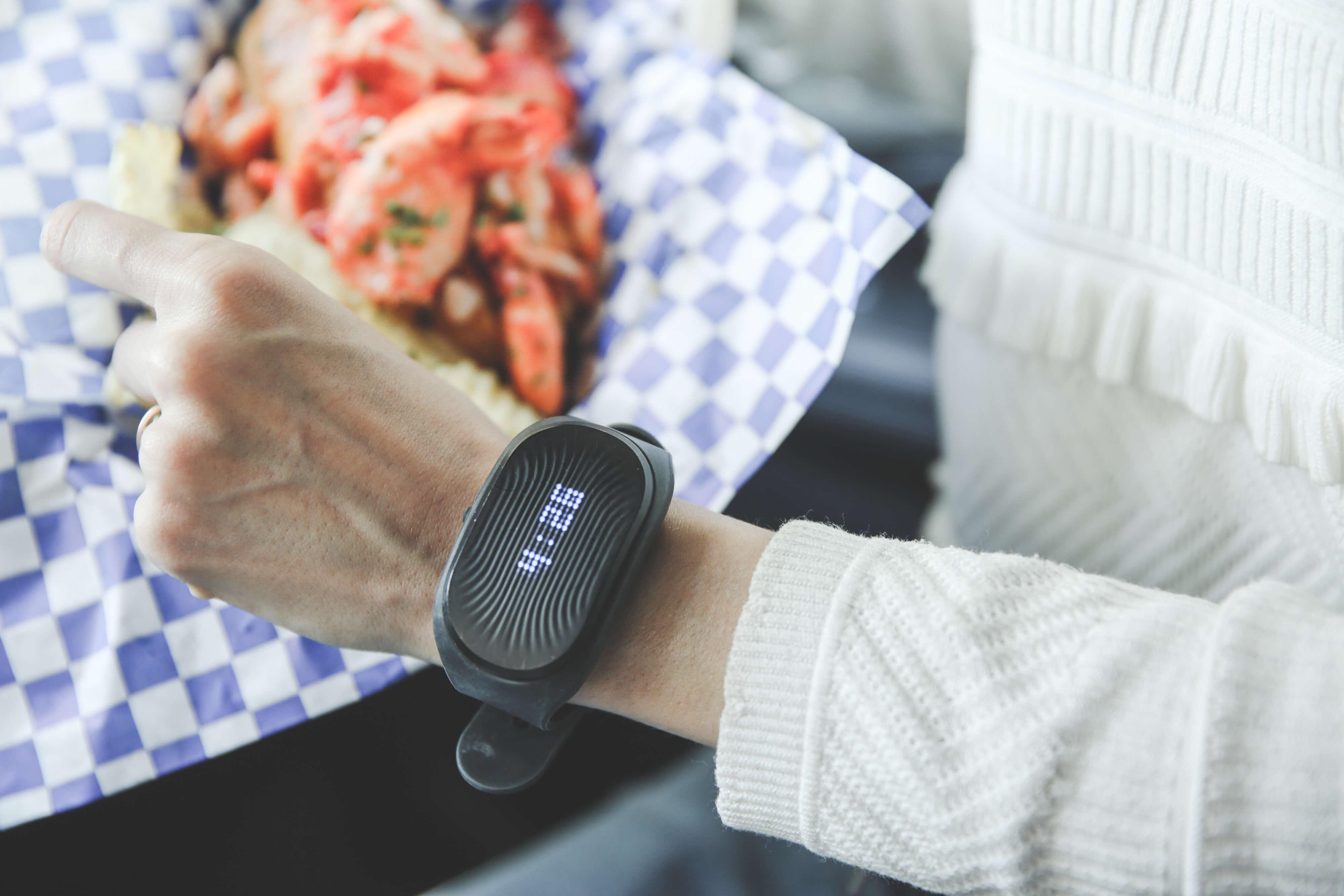 Healbe GoBe2: российский умный браслет, который сам считает калории