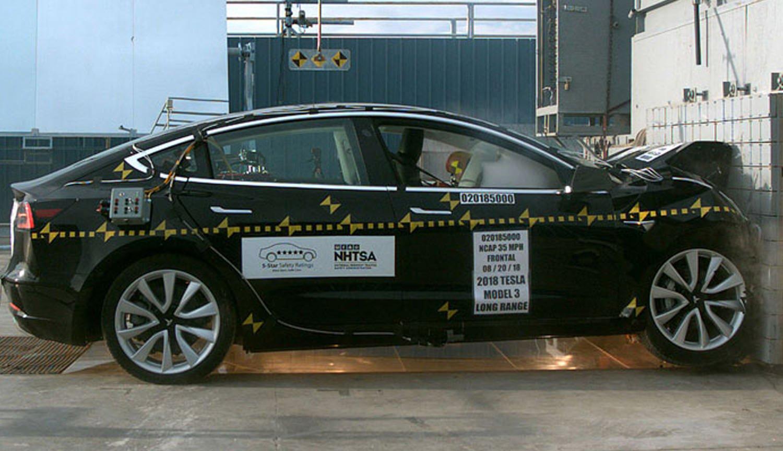 Видео: эффектные краш-тесты электрокара Tesla Model 3