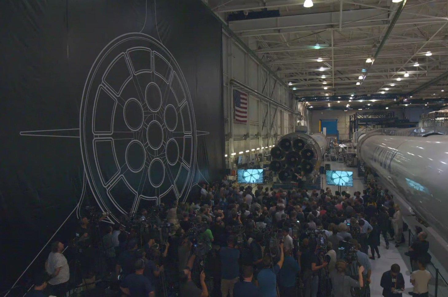 Big Fuc*ing Rocket: 18 новых подробностей об огромной лунной ракете Илона Маска