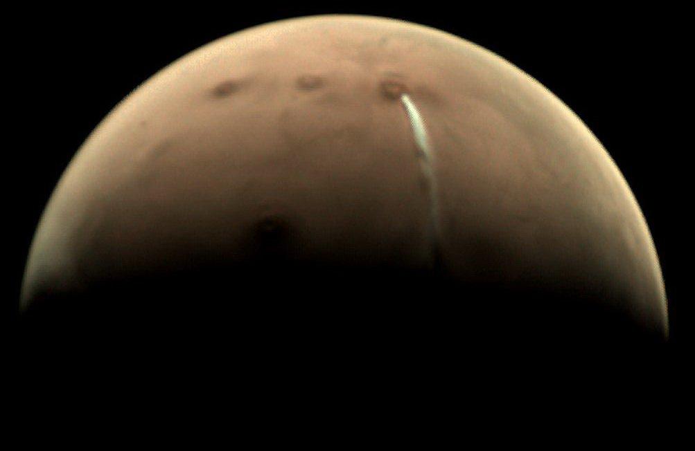 Странное облако над Марсом оказалось водяным паром, а не извержением