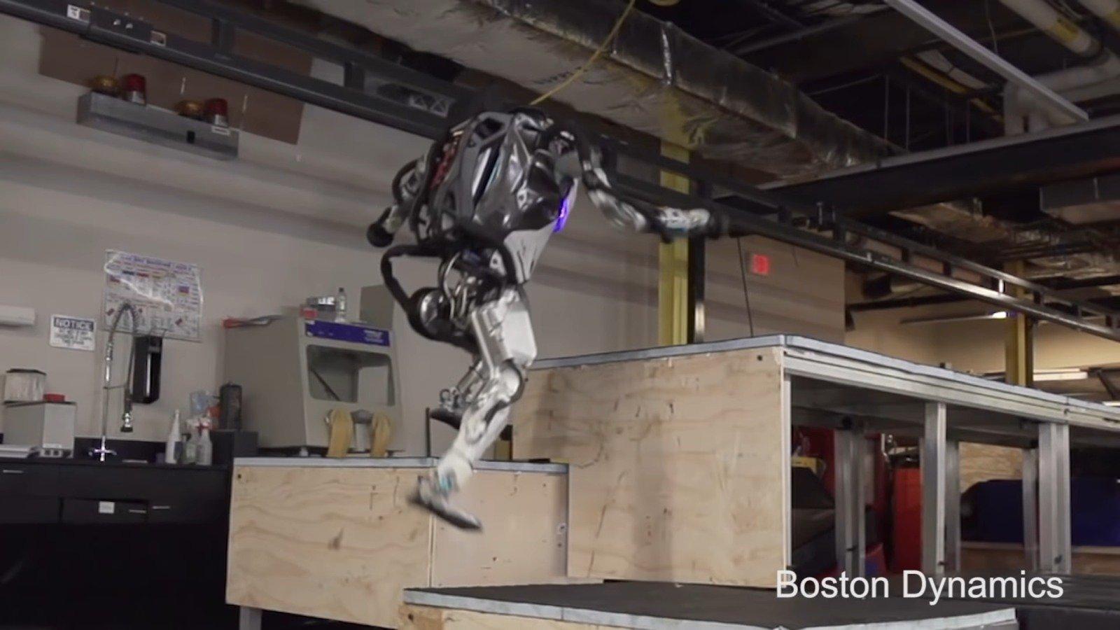 #видео | Компания Boston Dynamics обучила своего робота «паркуру»