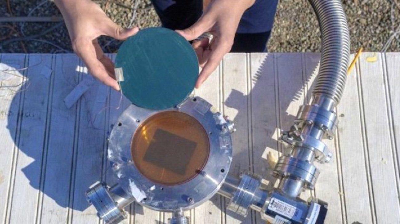 Новая солнечная батарея не просто собирает энергию, но и посылает ее избыток обратно в космос