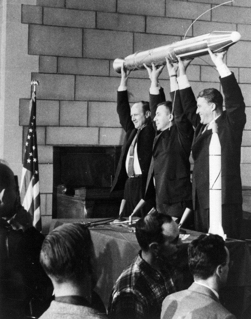 Почему первый «Спутник» упал на Землю всего через три месяца?