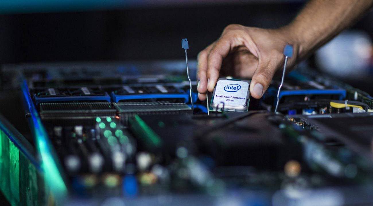 Intel бросает вызов AMD своим новым 48-ядерным процессором