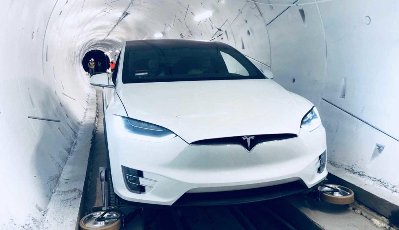 #Видео | Tesla Model X с выдвижными колесами для езды по туннелю The Boring