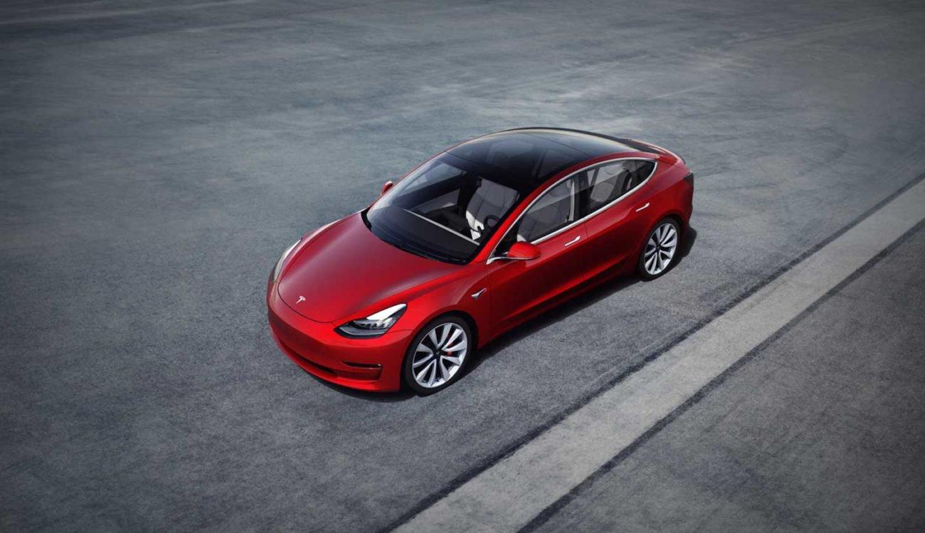 Tesla повысила безопасность своих автомобилей просто поменяв фары