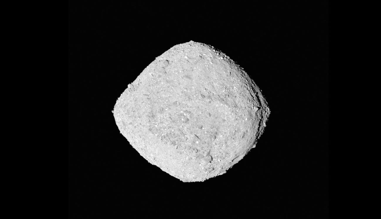Зонд OSIRIS-Rex отправил сигнал о наличии воды на астероиде Бенну