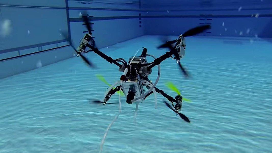 Этот беспилотный дрон умеет и летать, и плавать… под водой