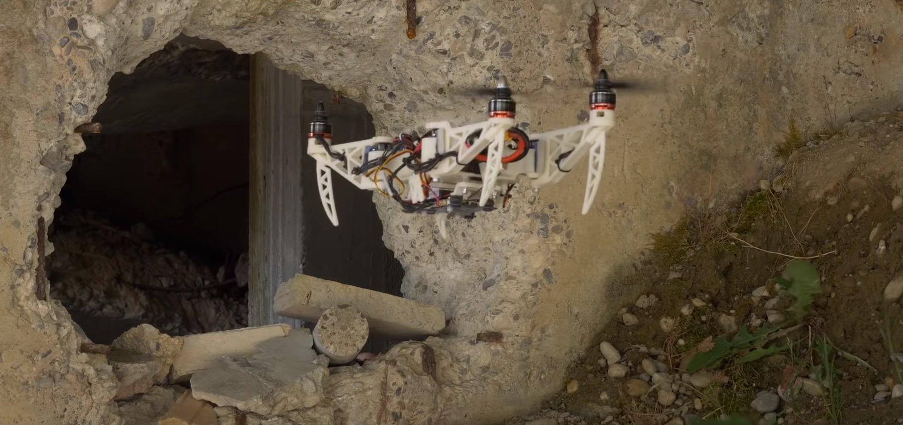 #видео | Разработан компактный дрон, меняющий свою форму в полете