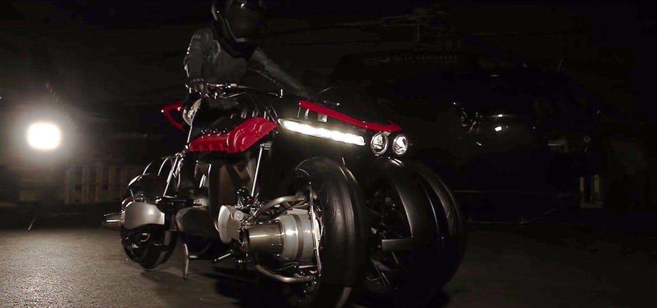 Инженер-энтузиаст собрал летающий мотоцикл-трансформер