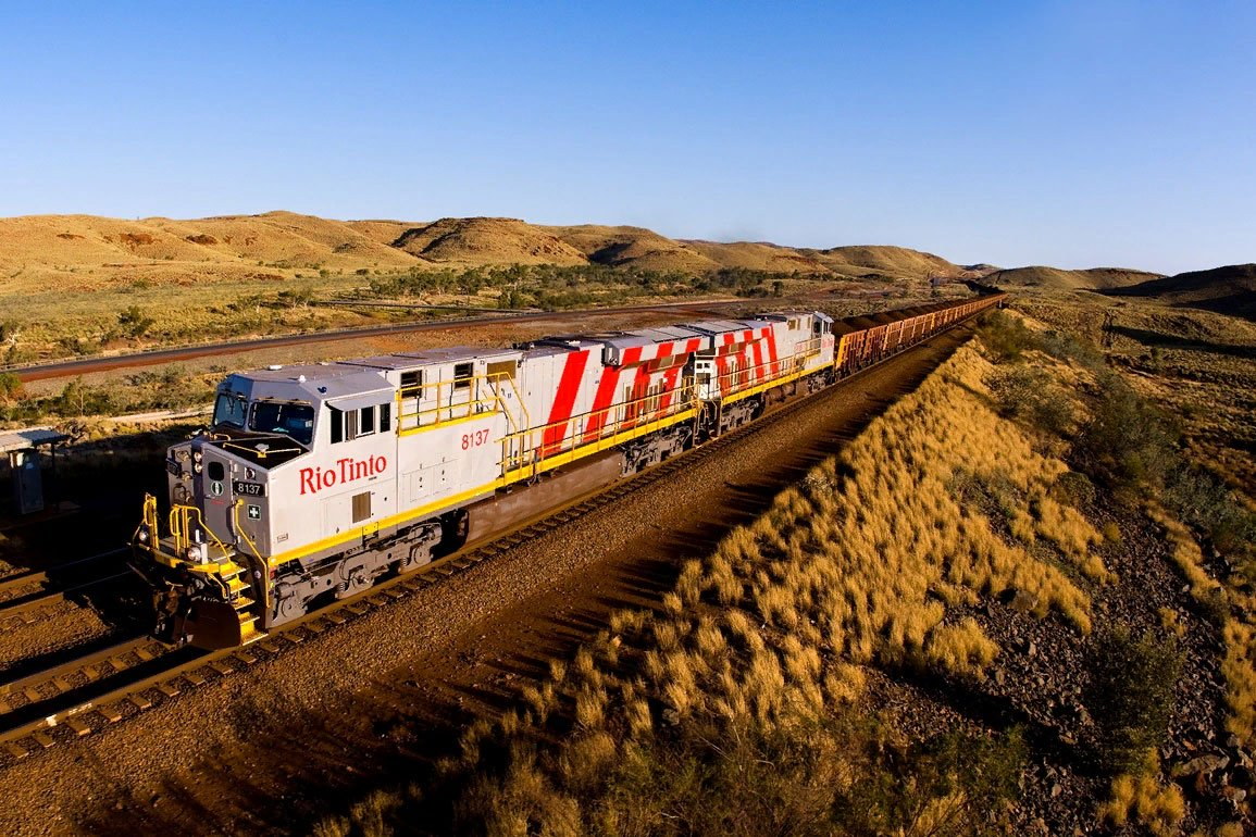 Автономный поезд получил звание «самого большого робота»