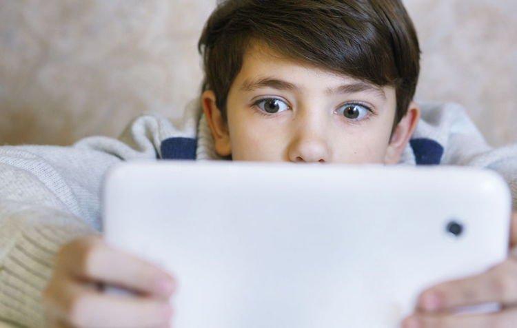 Ученые нашли связь между гаджетами и умственным развитием детей