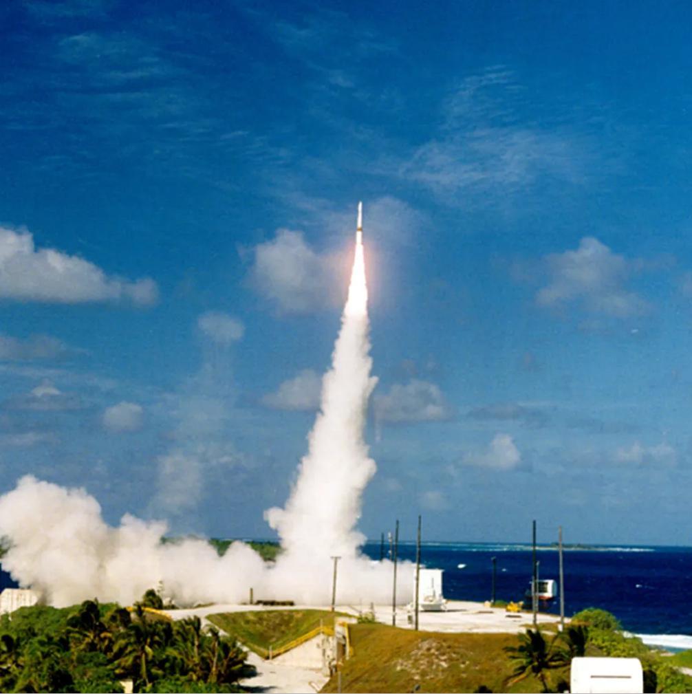 США хотят развернуть сеть спутников, перехватывающих ядерные ракеты. Эксперты говорят, что это невозможно
