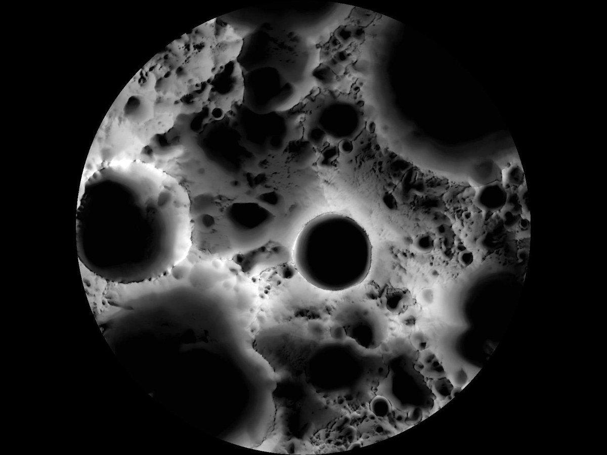 Что такое «темная сторона Луны»? Она действительно темная?