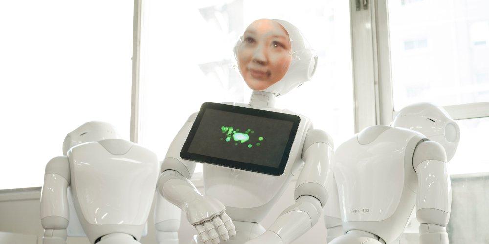 Почти «Черное Зеркало»: в Японии создают роботов, которые играют умерших людей